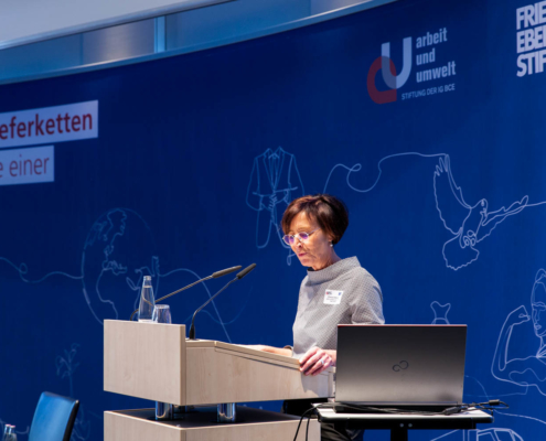 """Fachkonferenz """"Auf dem Weg zu nachhaltigen Lieferketten"""" Carola Dittmann, Stiftung Arbeit und Umwelt der IG BCE © MKH"""