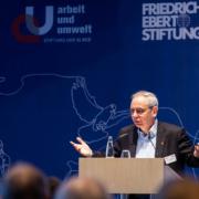 """Fachkonferenz """"Auf dem Weg zu nachhaltigen Lieferketten"""" Michael Vassiliadis, Vorsitzender der IG BCE © MKH"""